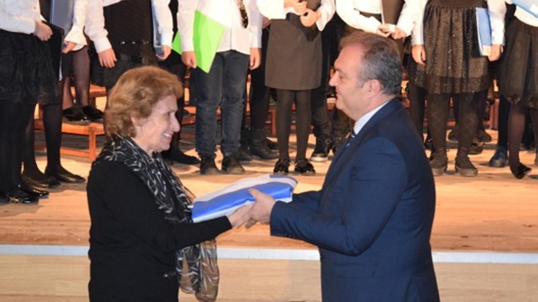 """Ο επίσημος εορτασμός της επετείου του """"ΟΧΙ"""" – δωρεά της σημαίας που κάλυπτε τη σωρό του Δημητρίου Λιώτση από τη σύζυγό του προς τον ΦΣΦΑ"""